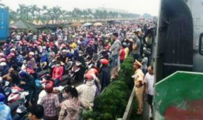 Vietnam highway snarled for hours as residents block industrial park gate