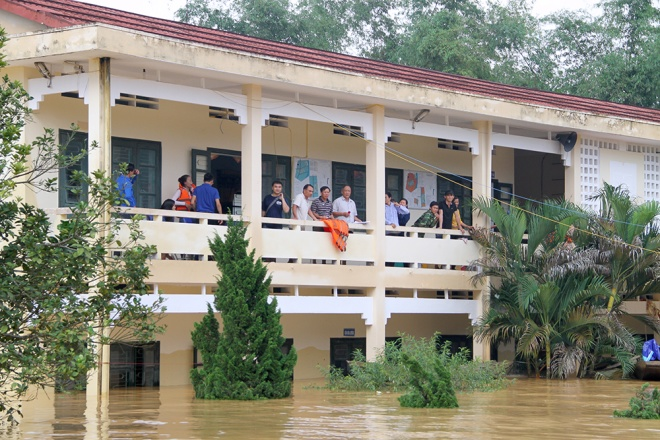 stranded-flood-victims-in-ha-tinh-on-verge-of-running-out-food
