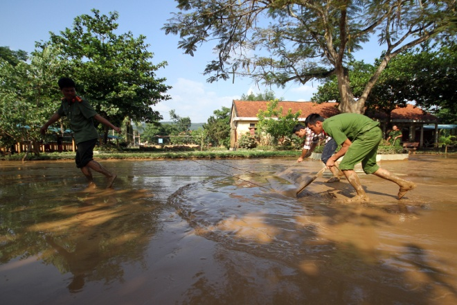 flooded-schools-in-central-vietnam-rush-to-get-back-to-normal-8