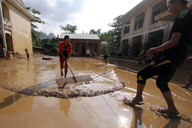 flooded-schools-in-central-vietnam-rush-to-get-back-to-normal-7