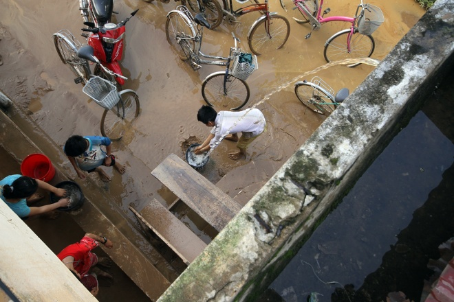 flooded-schools-in-central-vietnam-rush-to-get-back-to-normal-10