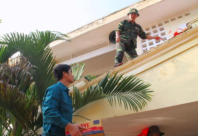 stranded-flood-victims-in-ha-tinh-on-verge-of-running-out-food-1