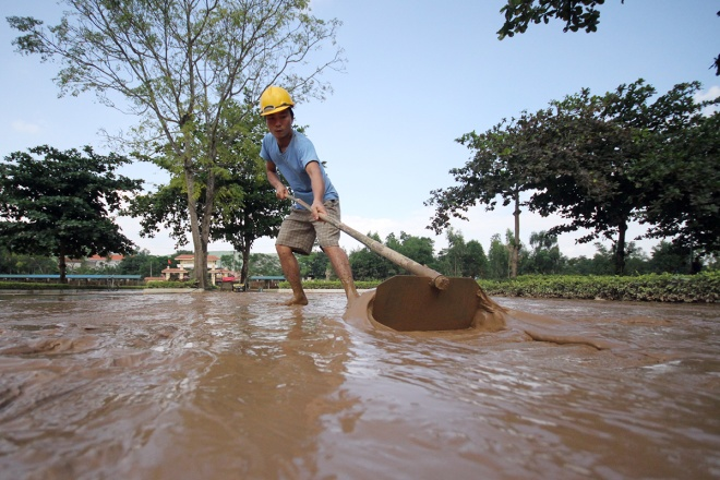 flooded-schools-in-central-vietnam-rush-to-get-back-to-normal-9