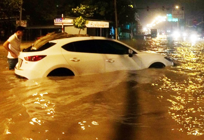 boy-washed-into-sewer-as-heavy-rain-triggers-flash-floods-in-southern-vietnam-1