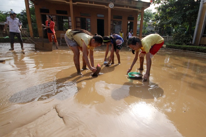 flooded-schools-in-central-vietnam-rush-to-get-back-to-normal-2