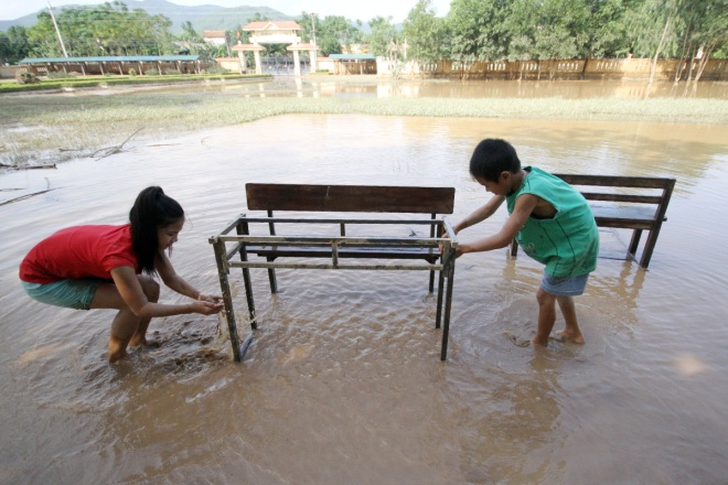 flooded-schools-in-central-vietnam-rush-to-get-back-to-normal-5