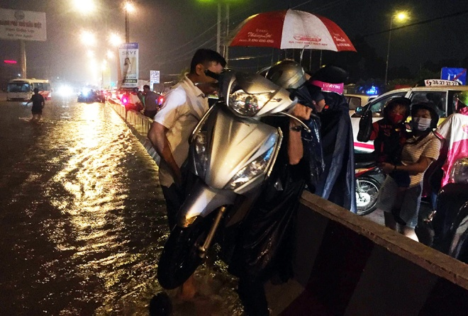boy-washed-into-sewer-as-heavy-rain-triggers-flash-floods-in-southern-vietnam-2