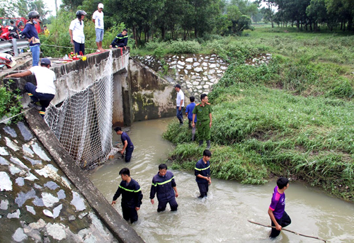 Boy found dead 40 hours after being washed down sewer in Vietnam