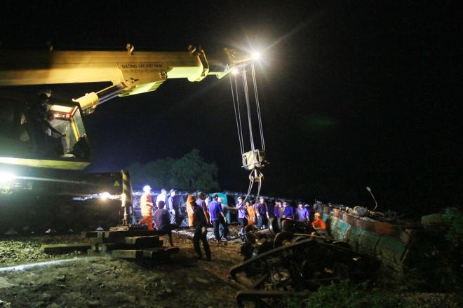 train-crash-in-central-vietnam-severs-north-south-railway-10