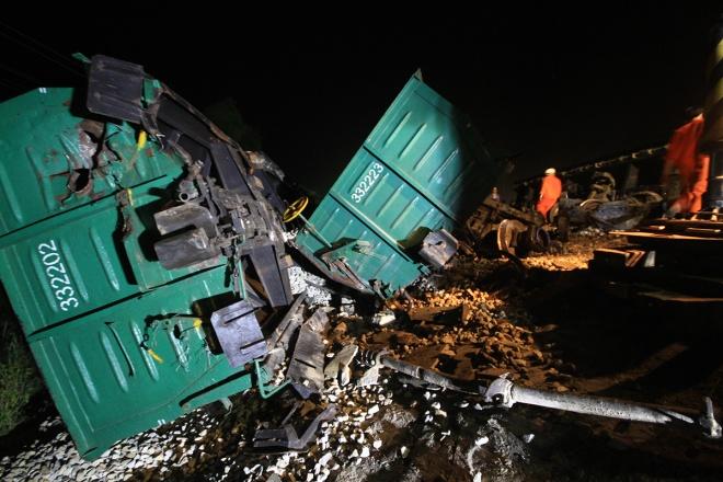 train-crash-in-central-vietnam-severs-north-south-railway-1