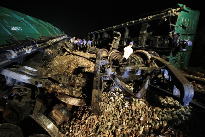 train-crash-in-central-vietnam-severs-north-south-railway-2