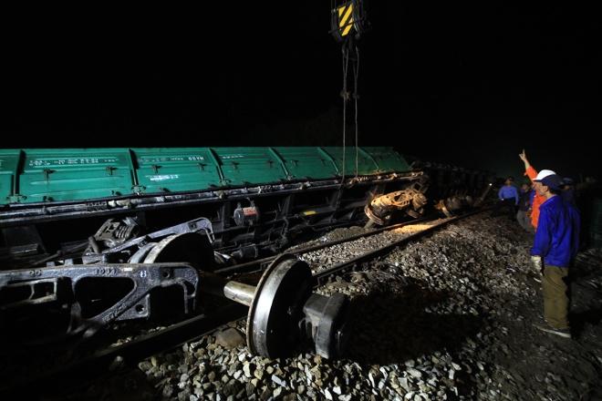 train-crash-in-central-vietnam-severs-north-south-railway-4