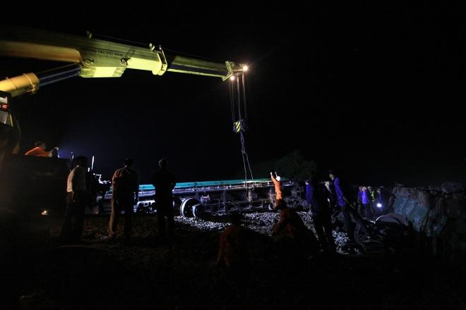 train-crash-in-central-vietnam-severs-north-south-railway-5