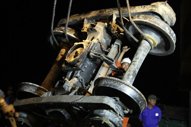 train-crash-in-central-vietnam-severs-north-south-railway-7