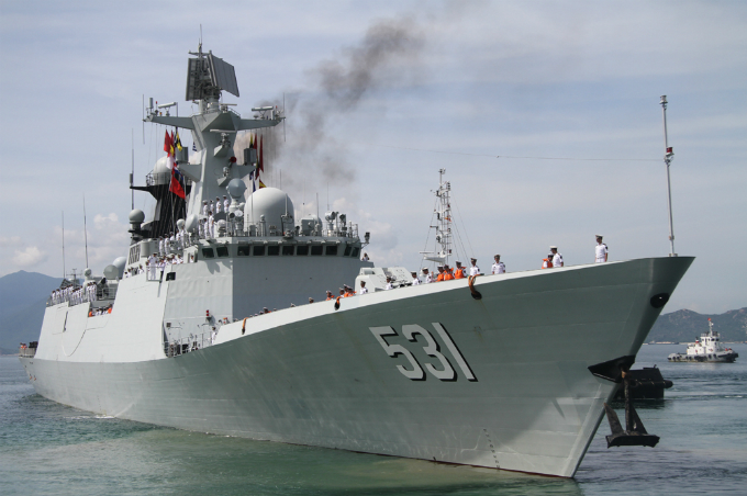 Guided missile destroyers Xiangtan 531, Zhou Shan 529, and escort ship number 890 arrived the Vietnamese strategic bay in Vietnams East Sea, internationally known as South China Sea, at noon on Saturday.