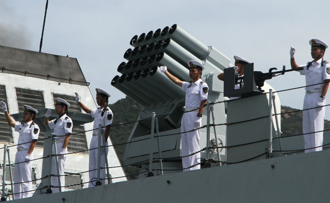 Destroyer 529 is also armed with two artilleries with torpedo systems.