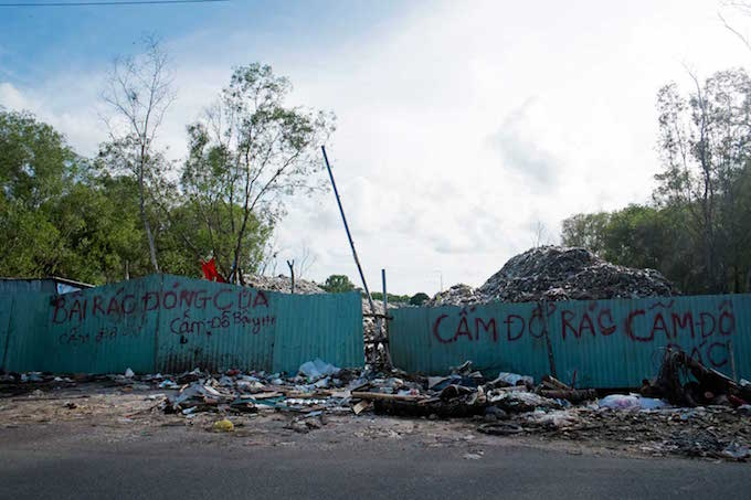 Sources say government officials have yet to agree on a pricing plan that would attract investors to build a treatment plant on the Cua Can Dump. Instead, trash is being stockpiled in the open air. Families of scavengers have erected tents on the edge of the dump, which stinks so powerfully that commuters hold their noses as they pass.