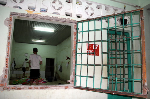 drug-addicts-stage-breakout-from-rehab-center-in-southern-vietnam-3