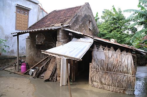 Vietnam province splits flood donations, angers public