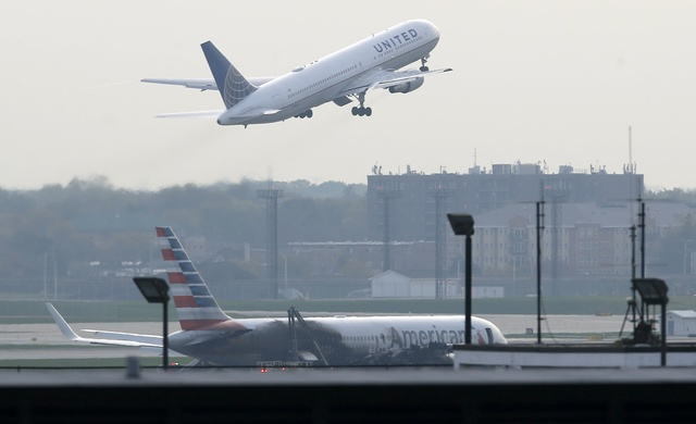american-airlines-jet-catches-fire-on-takeoff-at-chicago-airport-3