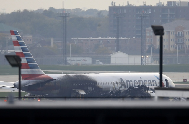 american-airlines-jet-catches-fire-on-takeoff-at-chicago-airport-2