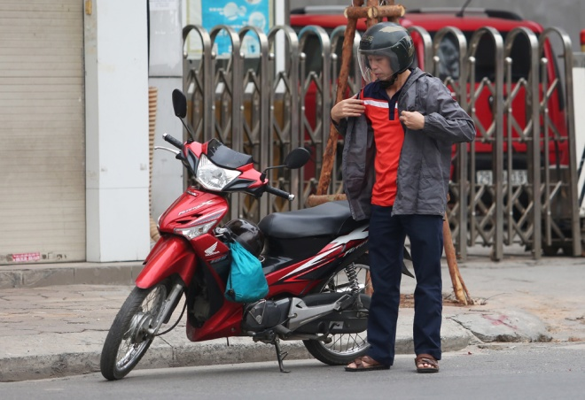hanoi-welcomes-first-breeze-of-winter-1
