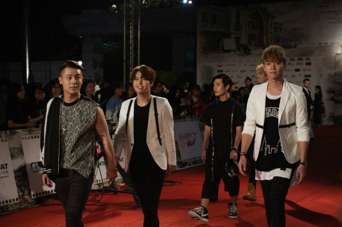 Members of South Korean boy band Off Road arrive at The Hanoi International Film Festival in Hanoi on November 1, 2016. Photo by AFP