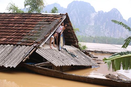 2 men die in central Vietnam floods