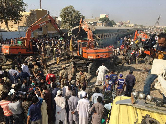 17 dead, 50 injured as Pakistan trains collide
