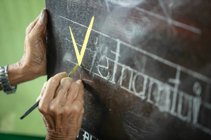saigons-aging-sign-painter-4