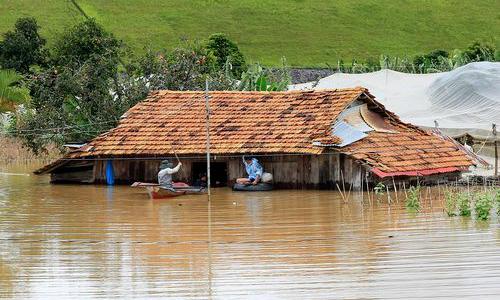 Floods claim 15 lives in central Vietnam