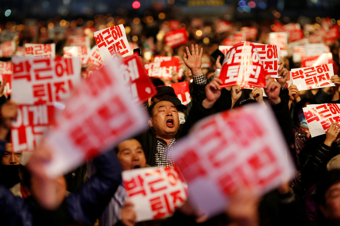 Tens of thousands of South Korean people chant slogans during a rally calling on embattled President Park Geun-hye to resign over a growing influence-peddling scandal in central Seoul, South Korea, November 5, 2016. The placards read, Step down Park Geun Hye. Photo by Reuters/Kim Hong-Ji