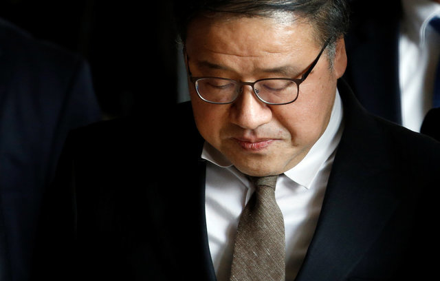 S.Korea issues arrest warrants for two ex-presidential aides
