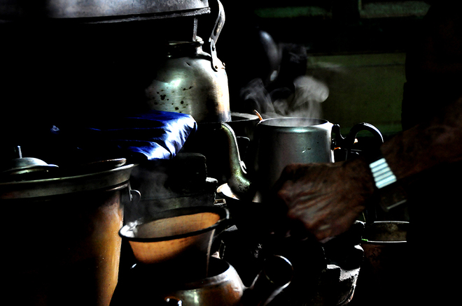 in-saigons-chinatown-hot-coffee-is-brewed-the-cool-traditional-way-1