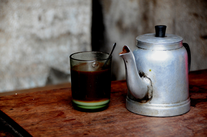 in-saigons-chinatown-hot-coffee-is-brewed-the-cool-traditional-way-7