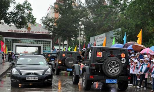 Vietnam, China open short-term border crossing trips