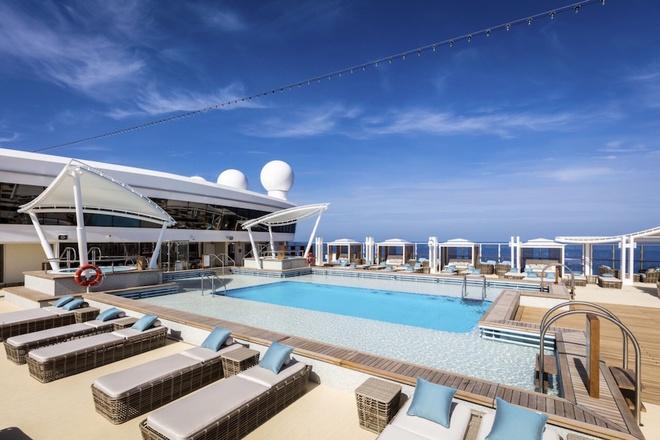 asias-largest-cruiser-docks-at-vietnamese-beach-towns-on-maiden-voyage-4