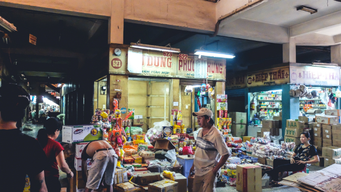visit-saigons-retro-market-before-the-builders-move-in-12