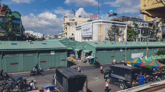 visit-saigons-retro-market-before-the-builders-move-in-15
