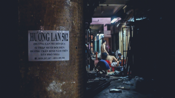 visit-saigons-retro-market-before-the-builders-move-in-13