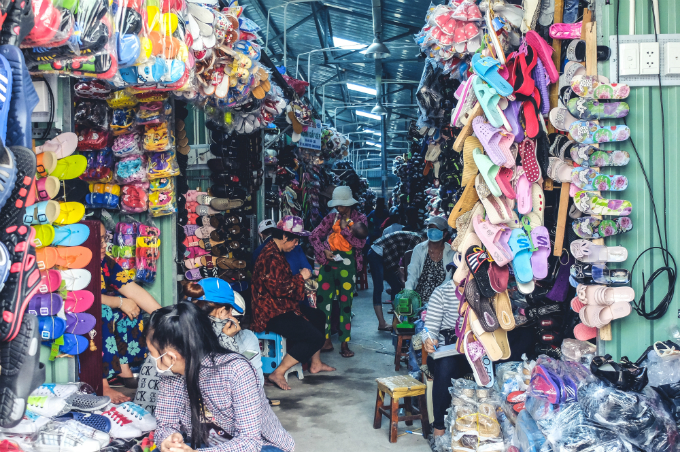 visit-saigons-retro-market-before-the-builders-move-in-17