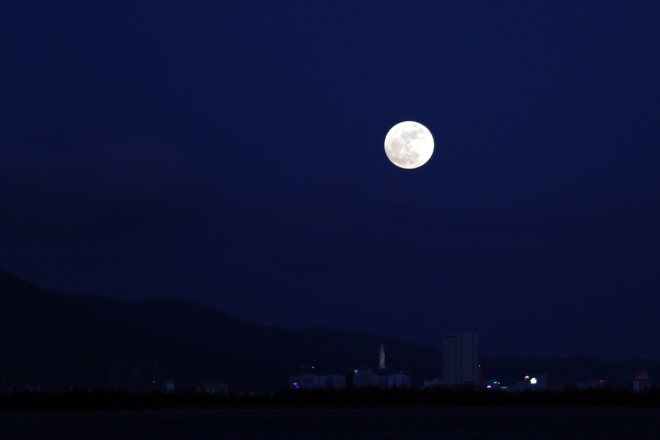 best-photos-of-supermoon-from-vietnam