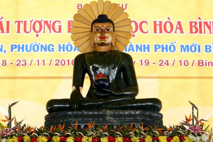 worlds-biggest-jade-buddha-statue-on-display-in-vietnam