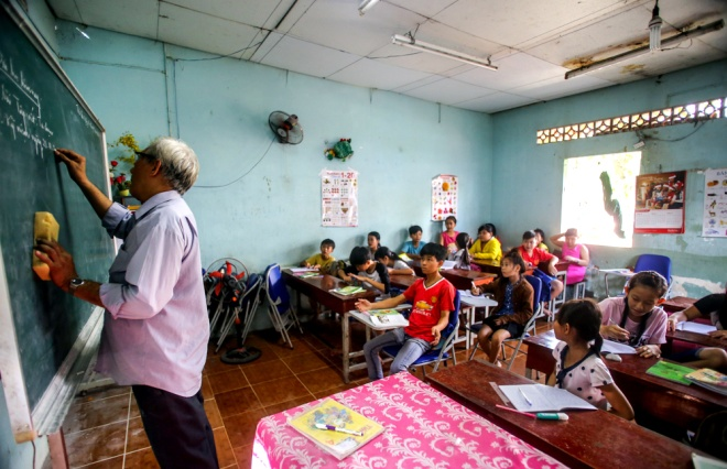 meet-a-70-year-old-teacher-who-secures-the-future-of-poor-kids