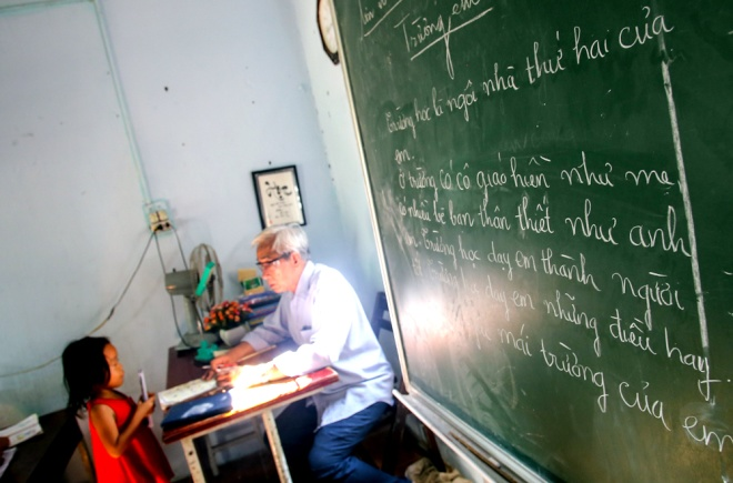 meet-a-70-year-old-teacher-who-secures-the-future-of-poor-kids-2