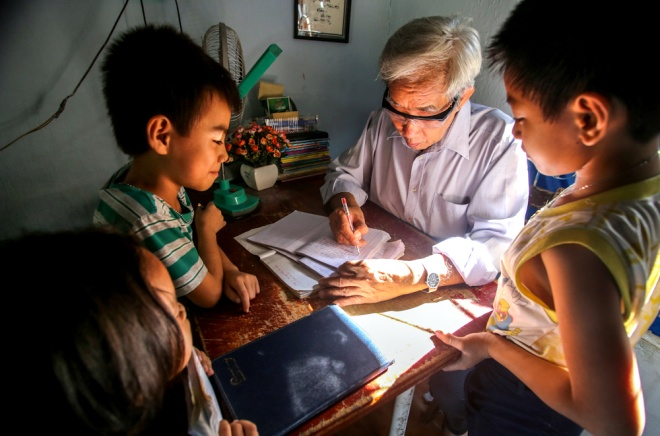 meet-a-70-year-old-teacher-who-secures-the-future-of-poor-kids-3