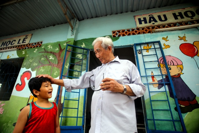 meet-a-70-year-old-teacher-who-secures-the-future-of-poor-kids-6