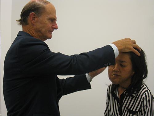US doctor to perform series of free tumor surgeries in Hanoi, Saigon