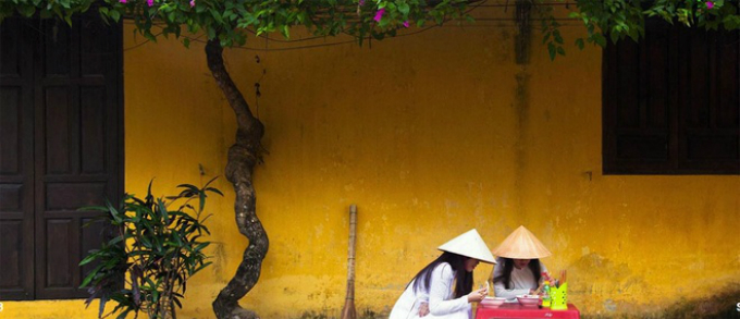 an-open-air-studio-hoi-ans-ancient-town-through-french-photographers-lens-6