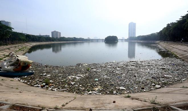 used-condoms-tampons-dumped-in-hanoi-lake-3